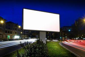 Запущены продажи наружной рекламы, основанные на контактах с целевой аудиторией